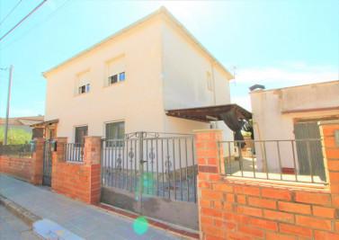 Casa con dos viviendas independientes